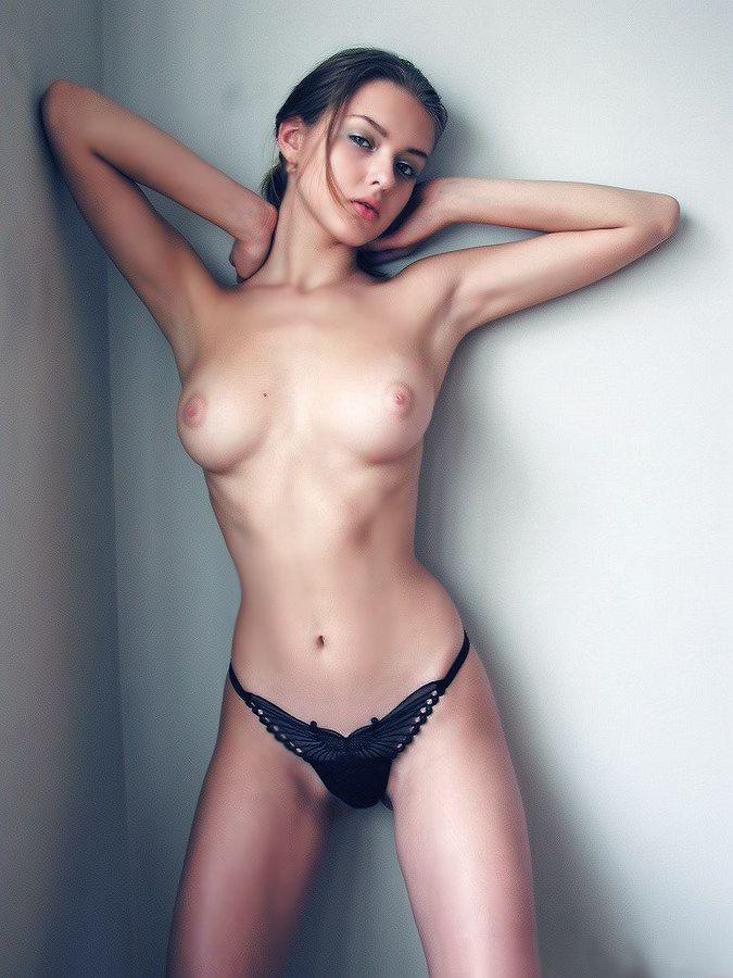 худенькая девушка фото шой грудью правильно подобрать лекарства