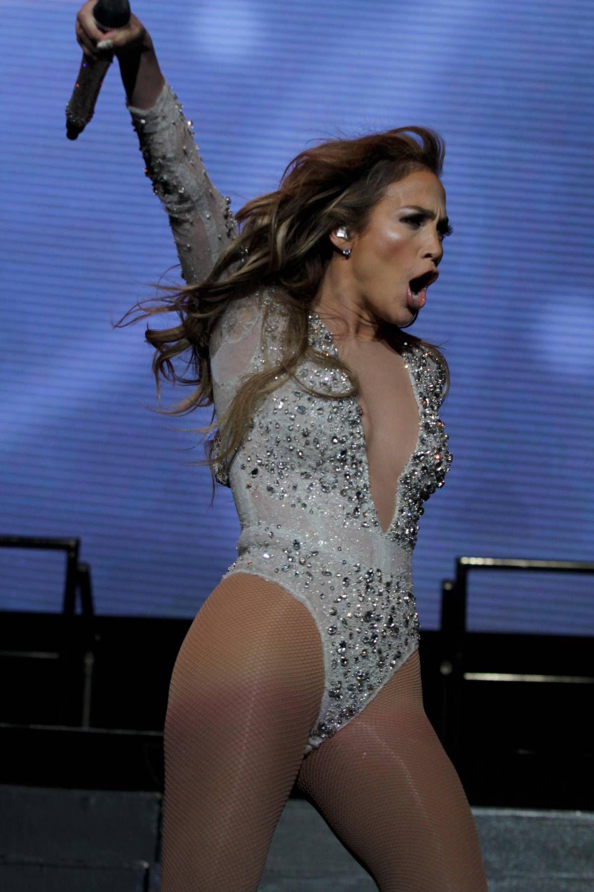 Jennifer-Lopez-KTUphoria-5.jpg
