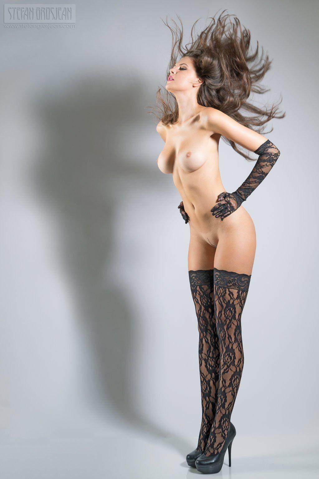 Чулки и колготки откровенно на голое тело 21 фотография
