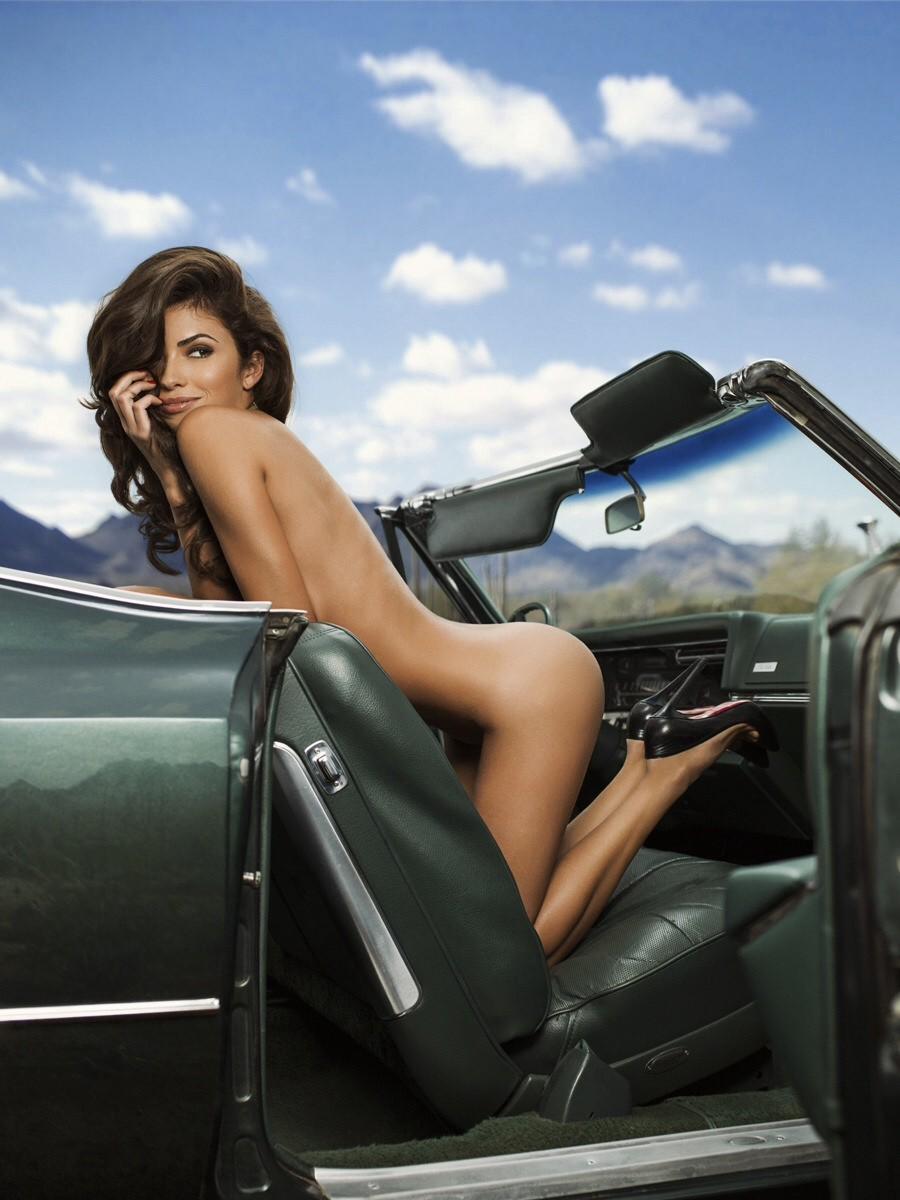 Обнаженка за рулем