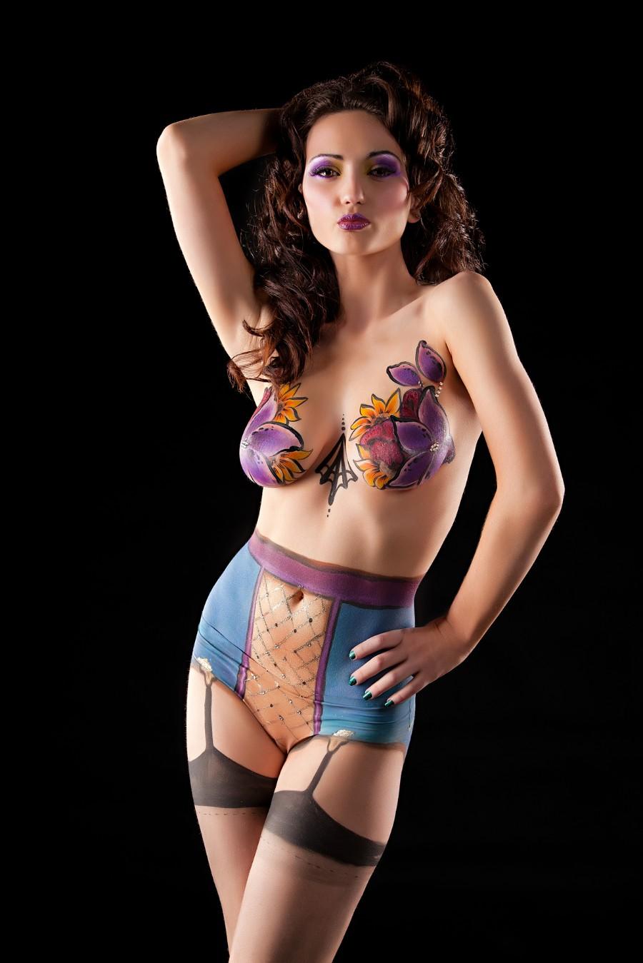 sexy-women-in-body-paint