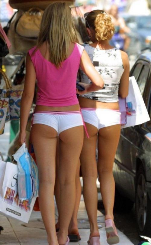 Девушки в откровенной одежде фото