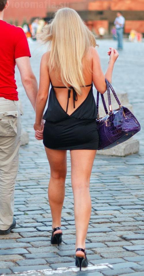 Женщины ходят по улице в прозрачной одежде фото 640-741