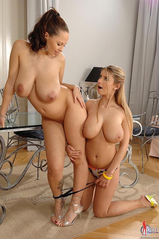 смотреть лезбиянки с большими сасками