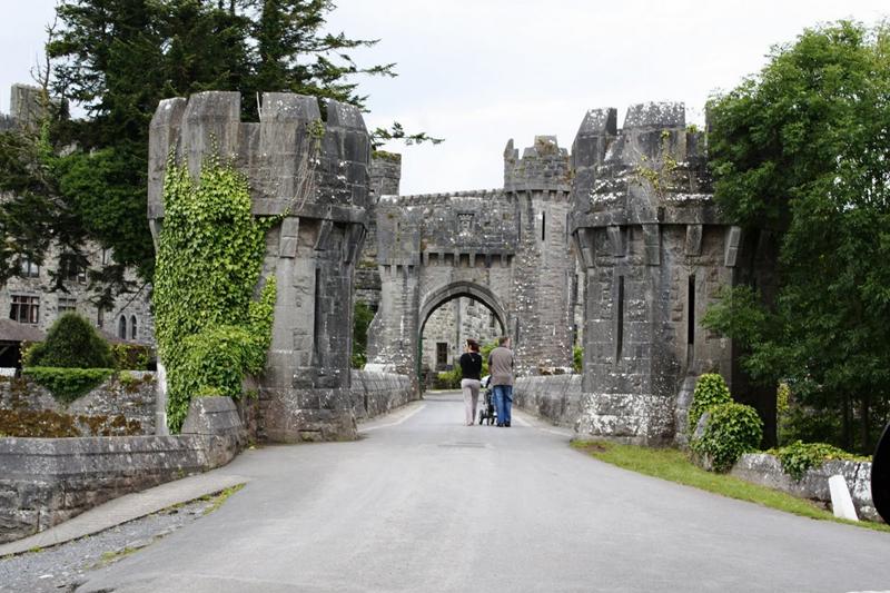 Средневековый ирландский замок Эшфорд