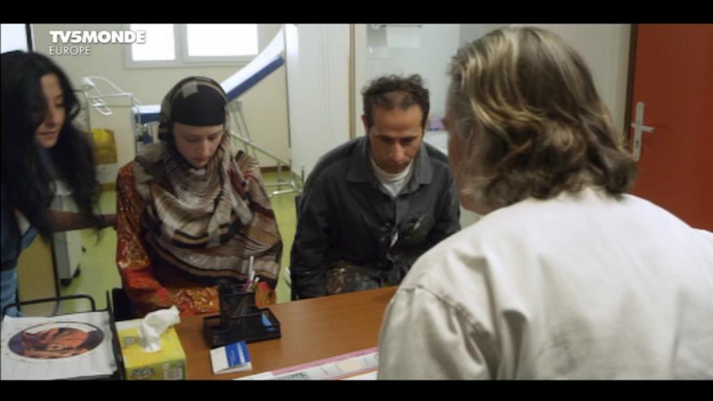 [apreder]MM_Le_gynecologue_et_son_interprete(2014)DVB-0-08-43-305.png