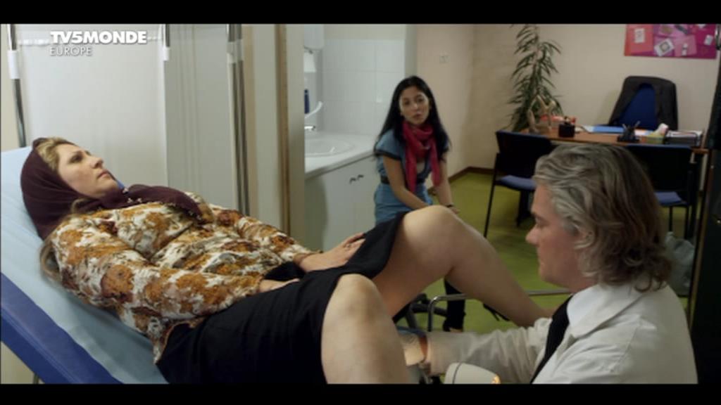[apreder]MM_Le_gynecologue_et_son_interprete(2014)DVB-0-03-35-188.png