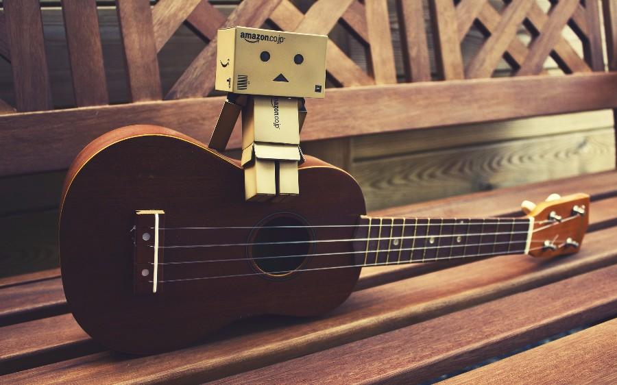 Робот на гитаре