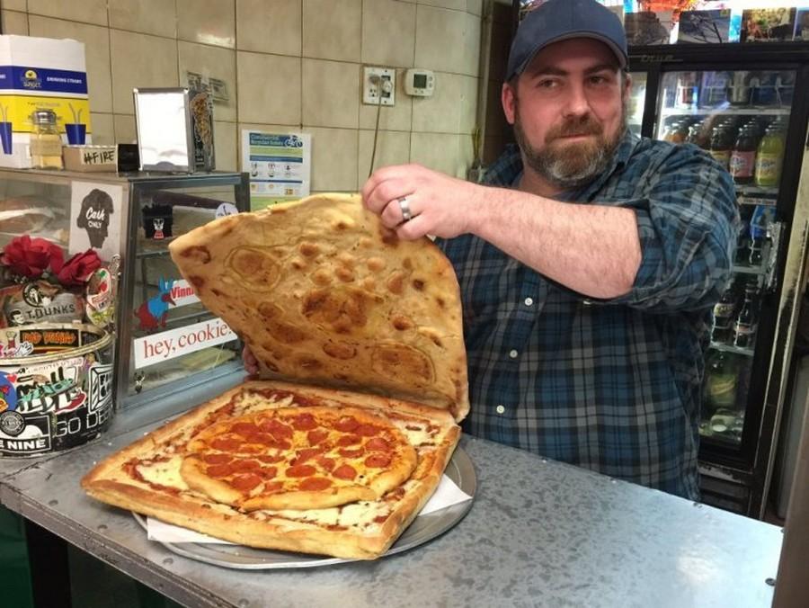 Пицца в коробке из пиццы 1