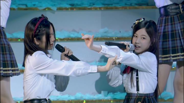 20161116.02.07 AKB48 - Seifuku no Hane (Dai 4 Kai AKB48 Kohaku Taiko Utagassen) (JPOP.ru).vob 1.jpg