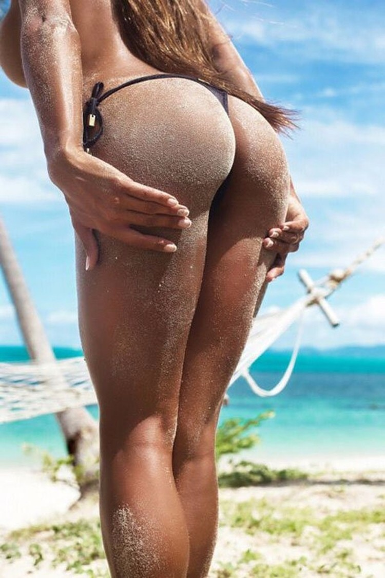 Попка в песке