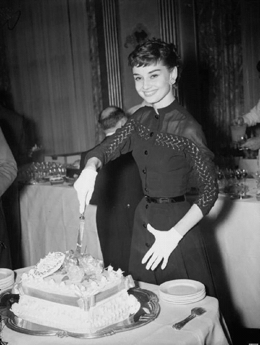 Audrey Hepburn 8.jpg