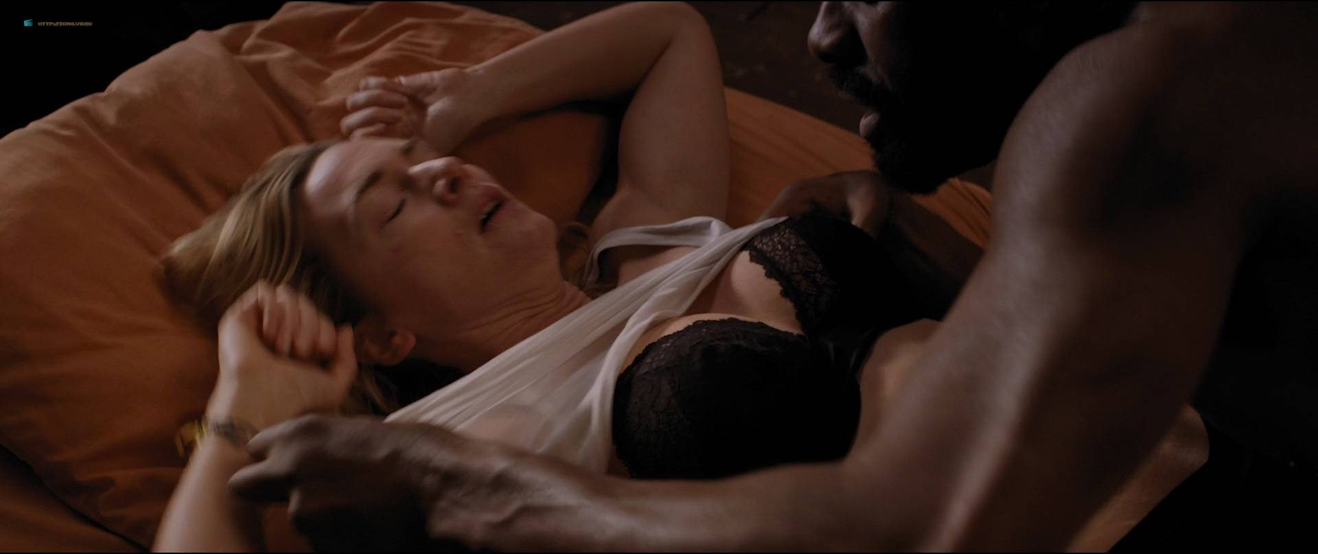Kate-Winslet-hot-and-some-sex-The-Mountain-Between-Us-2017-HD-1080p-BluRay-03.jpg