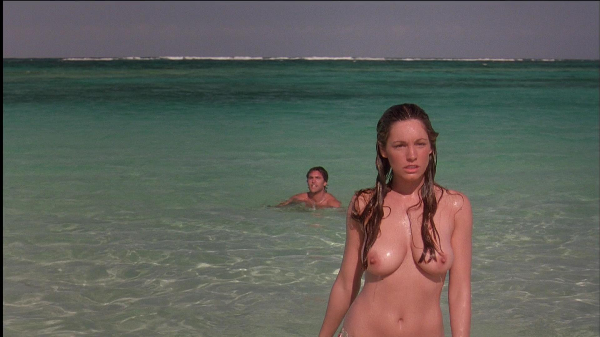 Девушка просит фильм голые на море разделась вечеринке