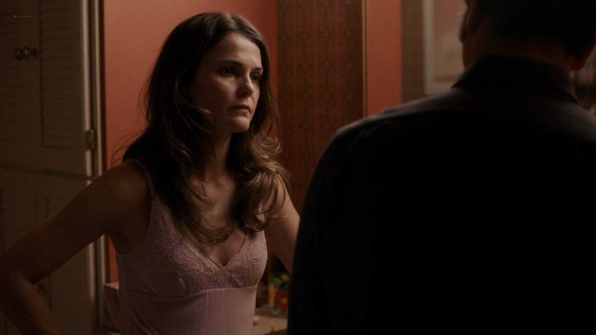 Keri-Russell-nude-butt-in-the-shower-The-Americans-2017-s5e2-HD720-1080p-00003.jpg