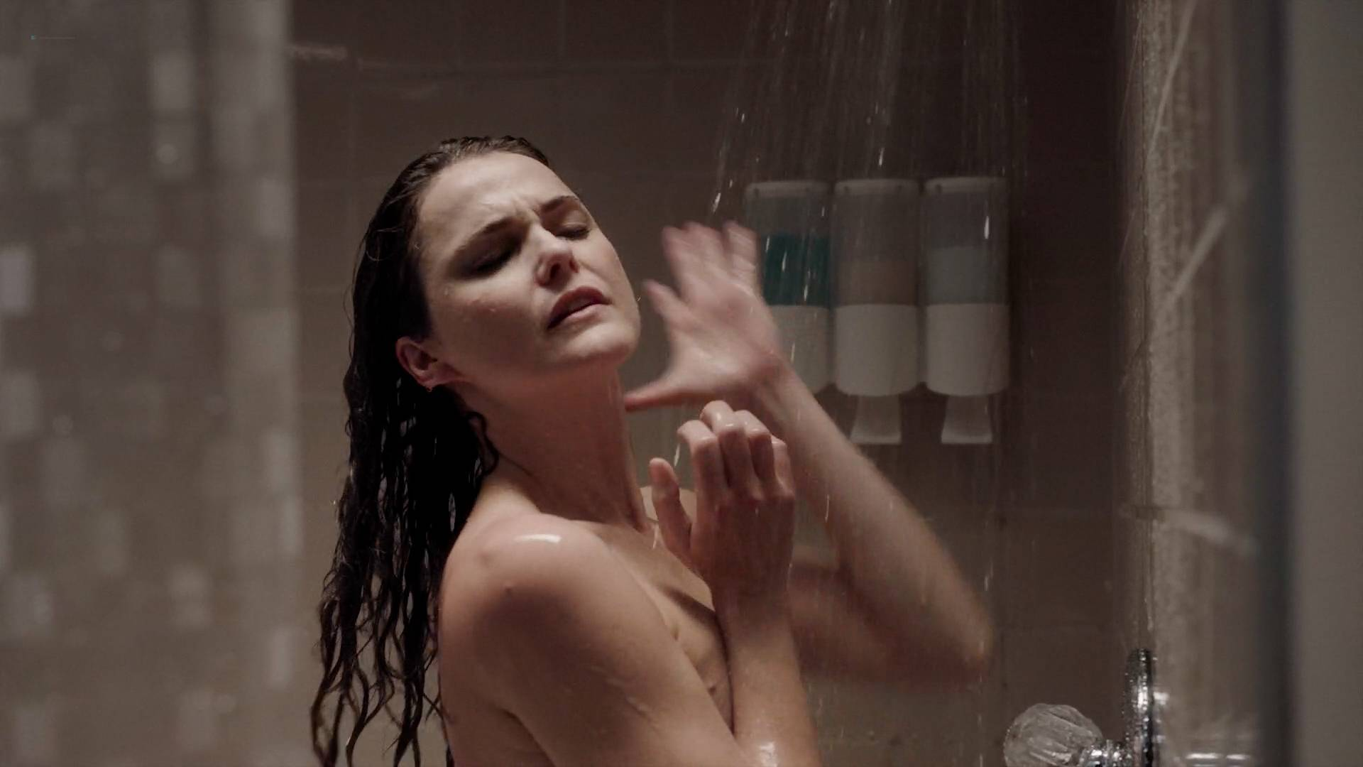 Keri-Russell-nude-butt-in-the-shower-The-Americans-2017-s5e2-HD720-1080p-00008.jpg