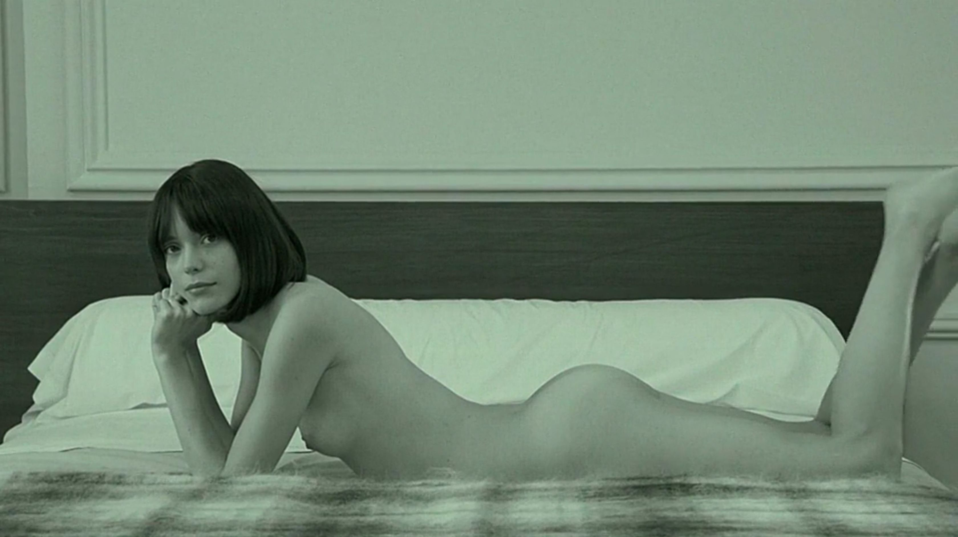 Stacy-Martin-Nude-Le-Redoutable-2017-6-The-Fappening-Blog.jpg