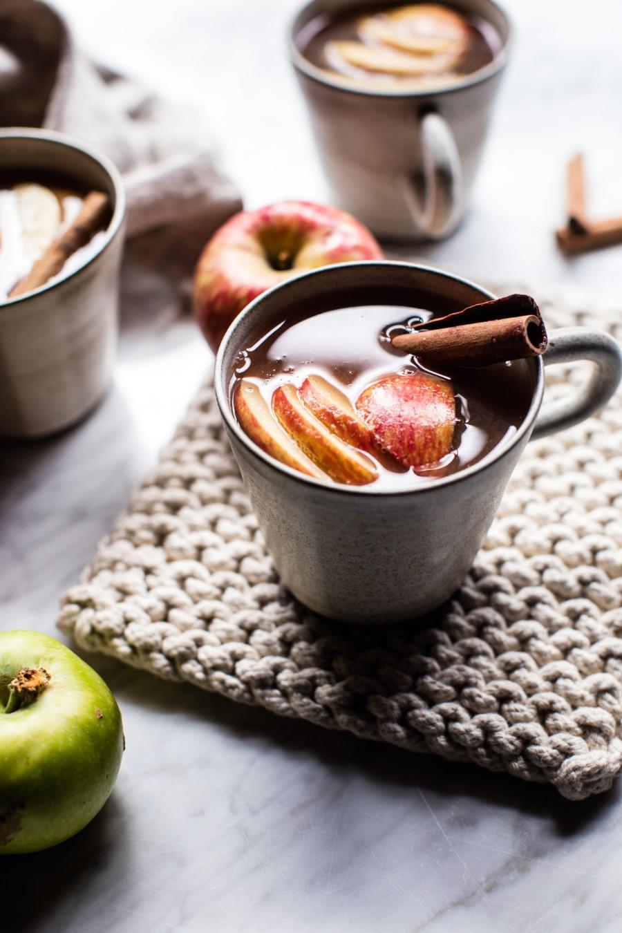 Яблоко с корицей