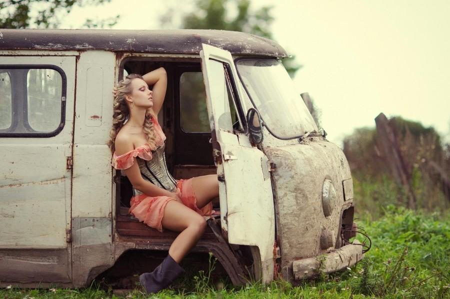 В заброшенном авто