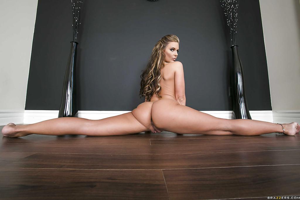 golie-telki-na-shpagate-foto-porno-konchil-anal