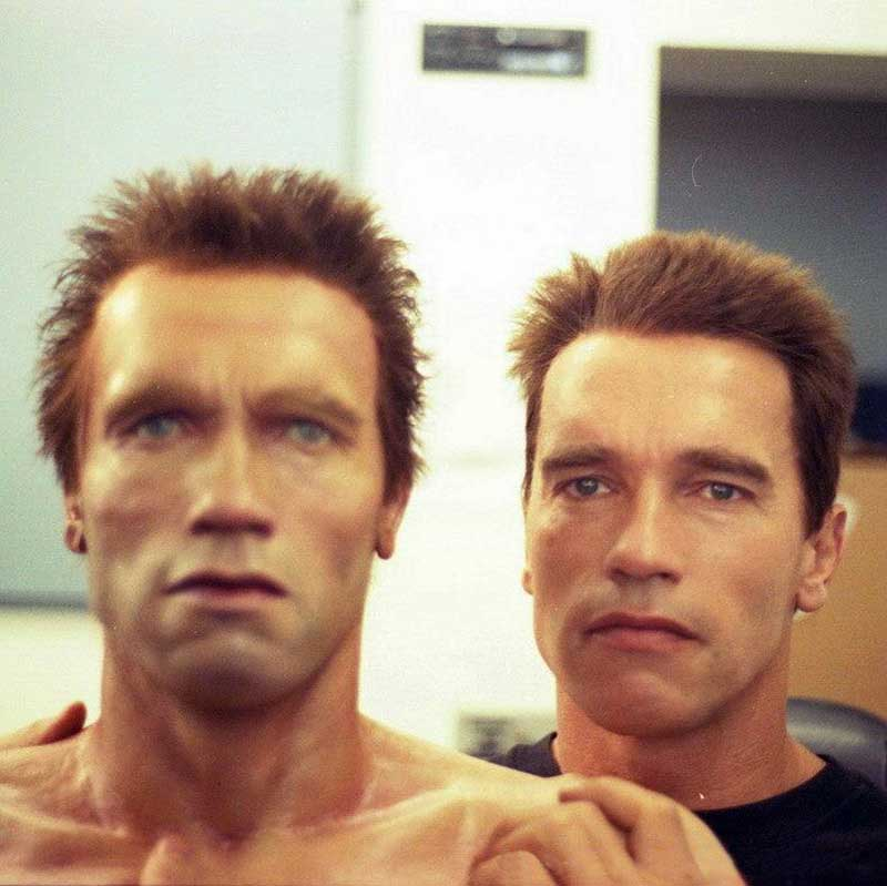 Arnold-Schwarzenegger-with-his-animatronic-double-on-the-set-of-Terminator-2-Judgment-Day.jpg