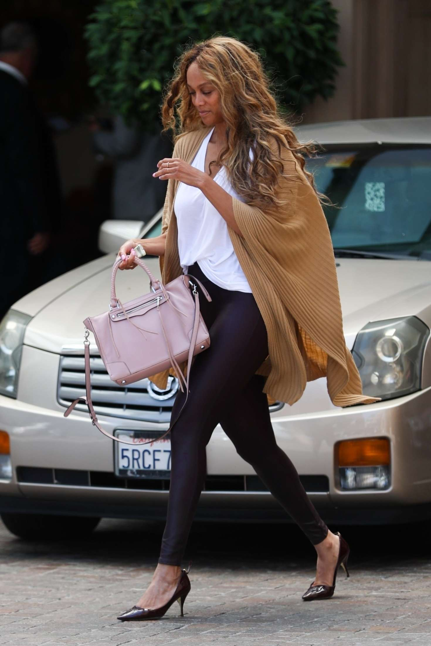 Tyra-Banks_-Grabs-Some-Lunch-at-Montage--09.jpg
