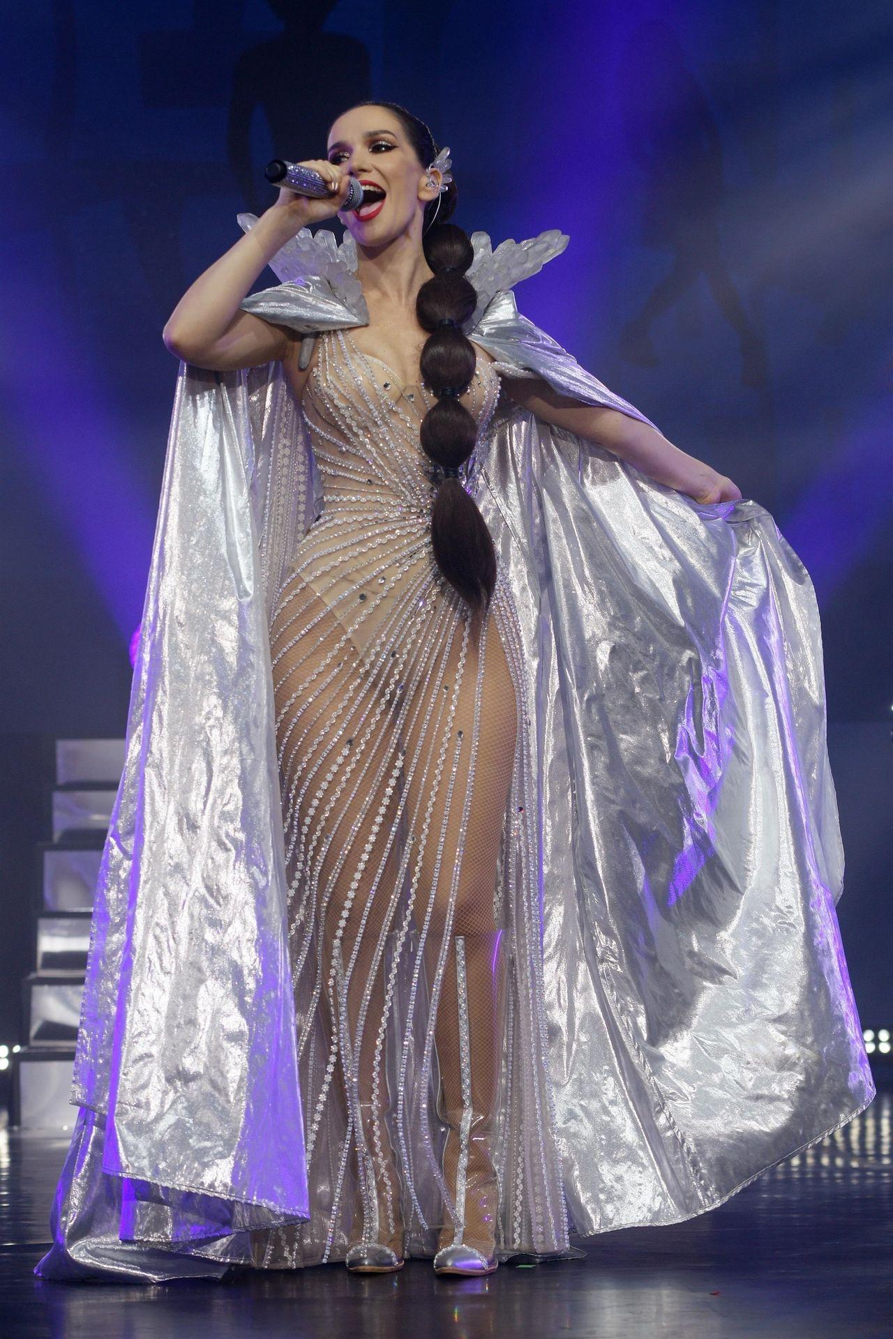 0229221633172_00_Natalia-Oreiro-Sexy-TheFappeningBlog.com-1.jpg