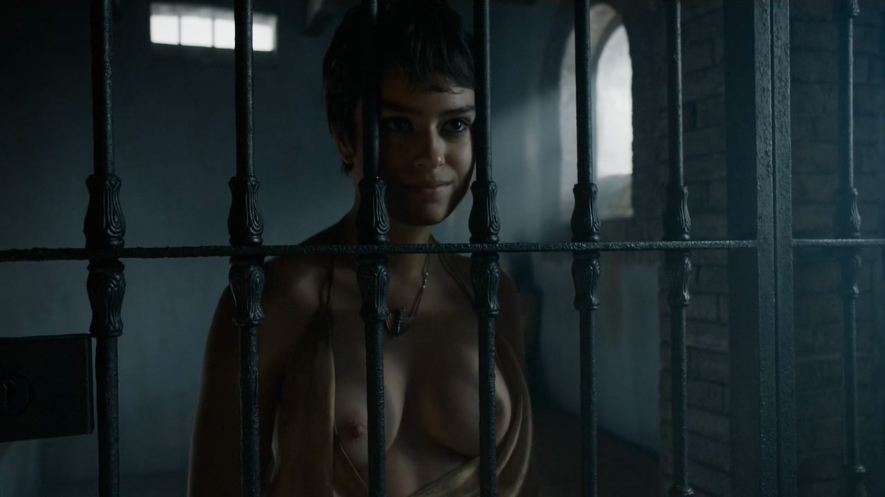 0313180210490_00_Rosabell-Laurenti-Sellers-nude-topless-and-Emilia-Clarke-nude-but-covered-and-sex-Game-of-Thrones-2015-.jpg