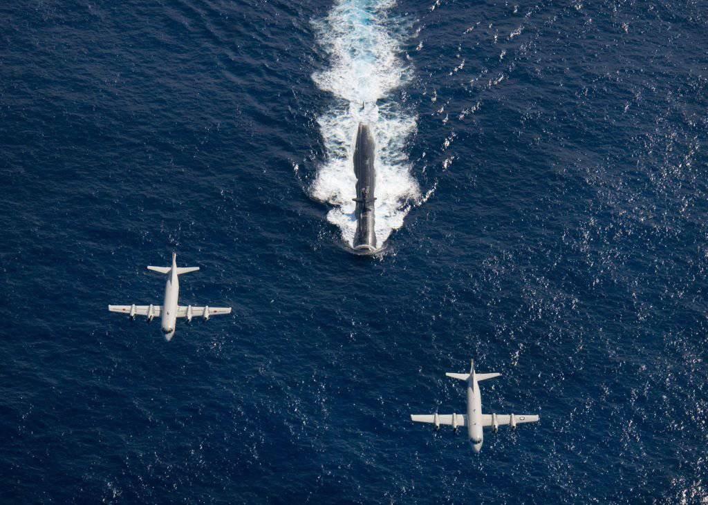 1384049199_kawasaki-p-3-nalezacy-do-japonskich-morskich-sil-samoobrony-oraz-p-3-orion-nalezacy-do-us-navy-w-trakcie-lotu.jpg