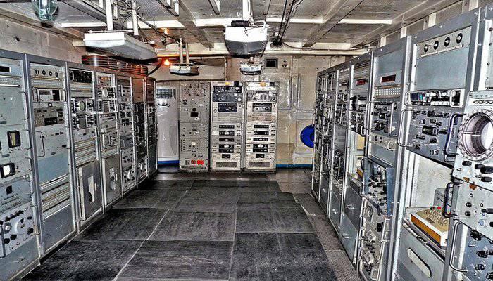 1383431880_communication_room.jpg