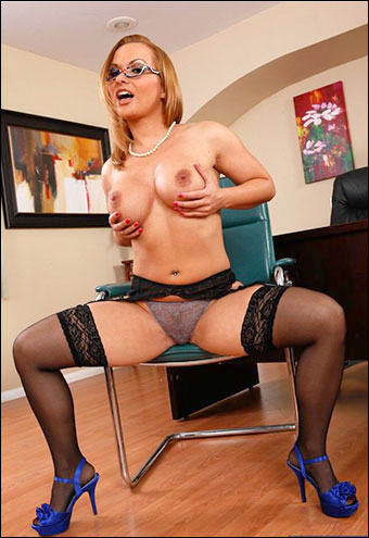 Постер:Katja Kassin - Boss Katja Kassin fucking in the office with her piercings / Sexy Specs 2 (2012) WEB-DLRip