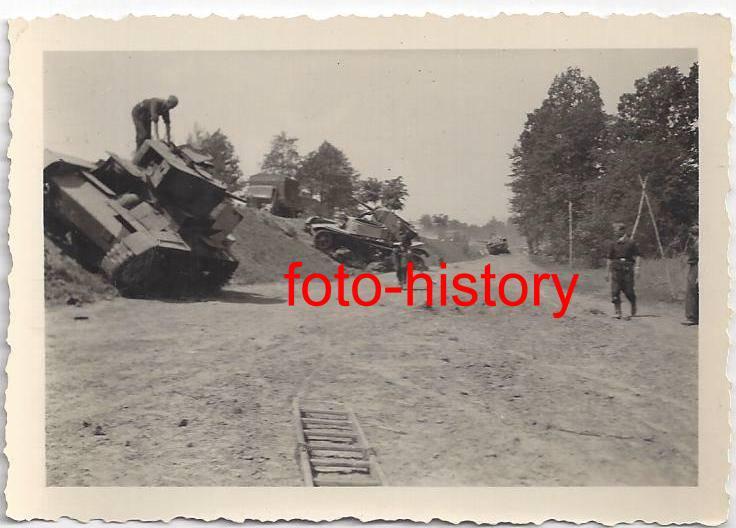 Panzer auf Rollbahn nach Kampf.jpg