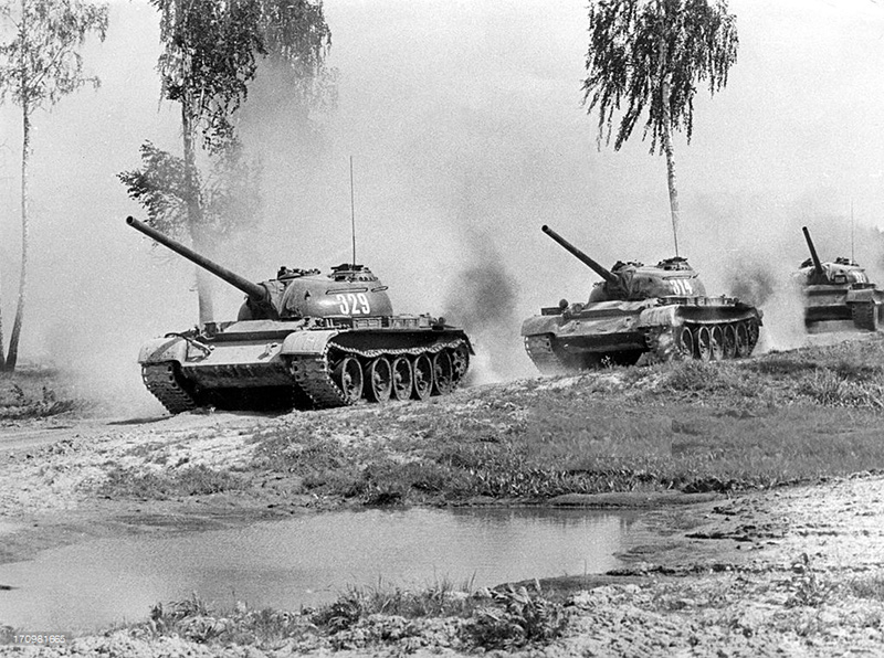 soviet-army-taman-division-august-1967-t54-tanks-on-the.jpg