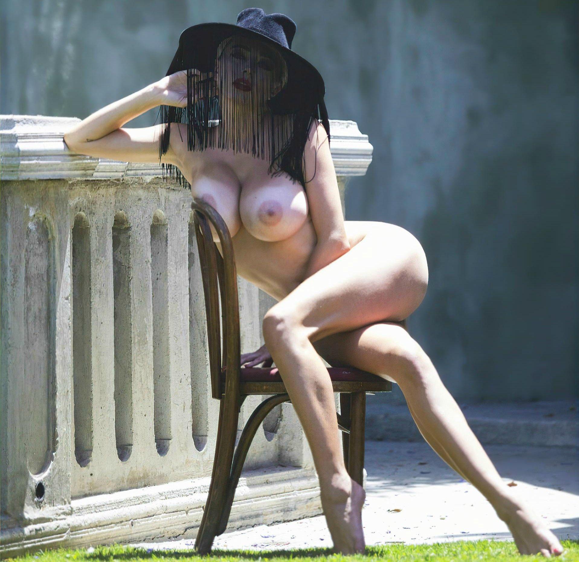 0906093204038_02_Caroline-Vreeland-Nude-Sexy-TheFappeningBlog.com-2.jpg