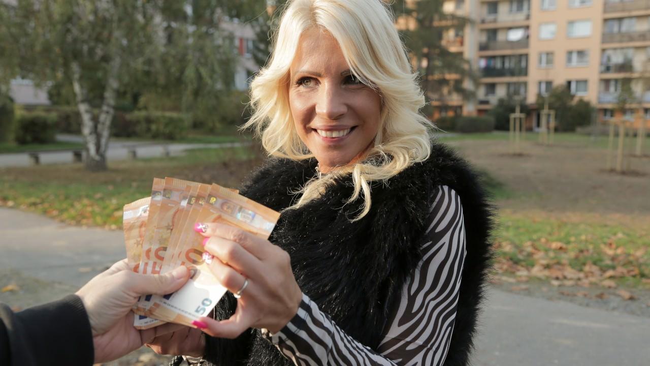 Tiffany Rousso - Spending his winnings on MILF (2019) SiteRip |