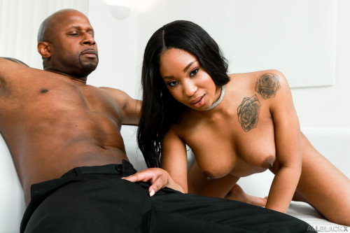 Lala Ivey - Lala Loves Anal (2020) SiteRip |