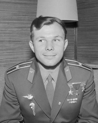 1200px-Yuri_Gagarin_(1961)_-_Restoration.jpg