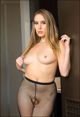 Cadence Lux - Has a client with a stocking fetish / Tonight's Girlfriend (2019) SiteRip