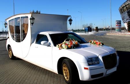 Какой лимузин выбрать для торжества