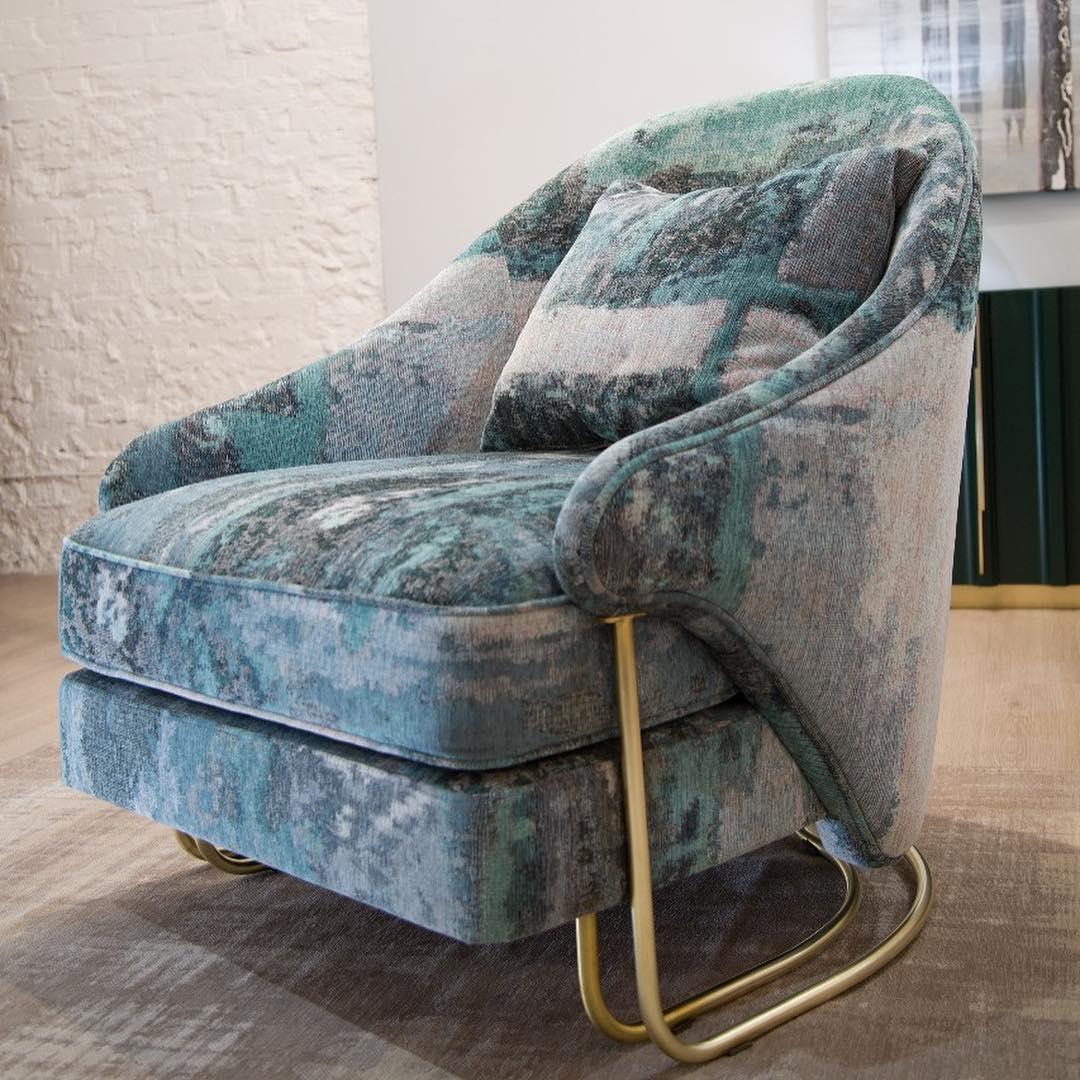 Благородное кресло V009 в богатой расцветке
