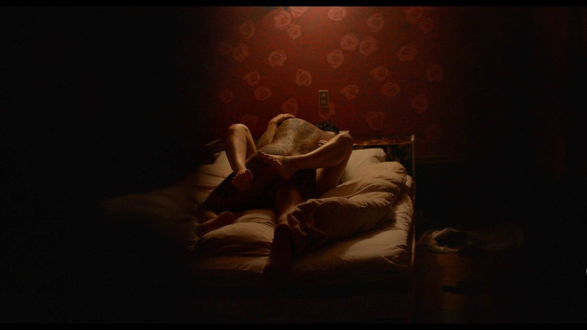 Alexandra Daddario - Lost Girls and Love Hotels (2020) 1080p WEBRip 1-0-00-02-279.jpg