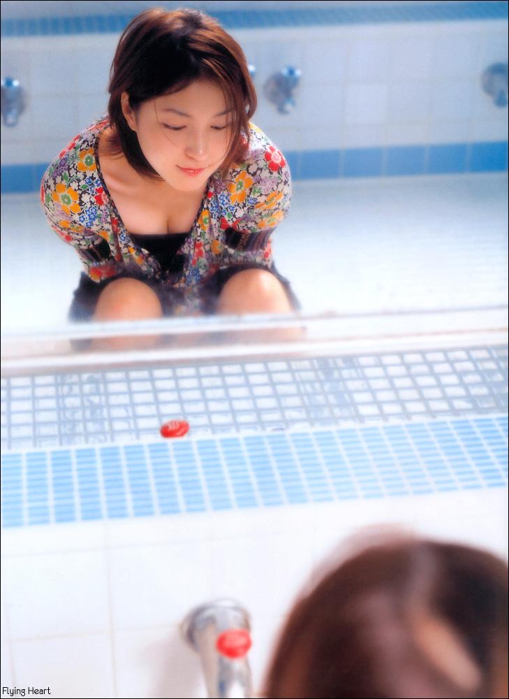 Ryoko Hirosue, reflection in mirror [PH201025002043]