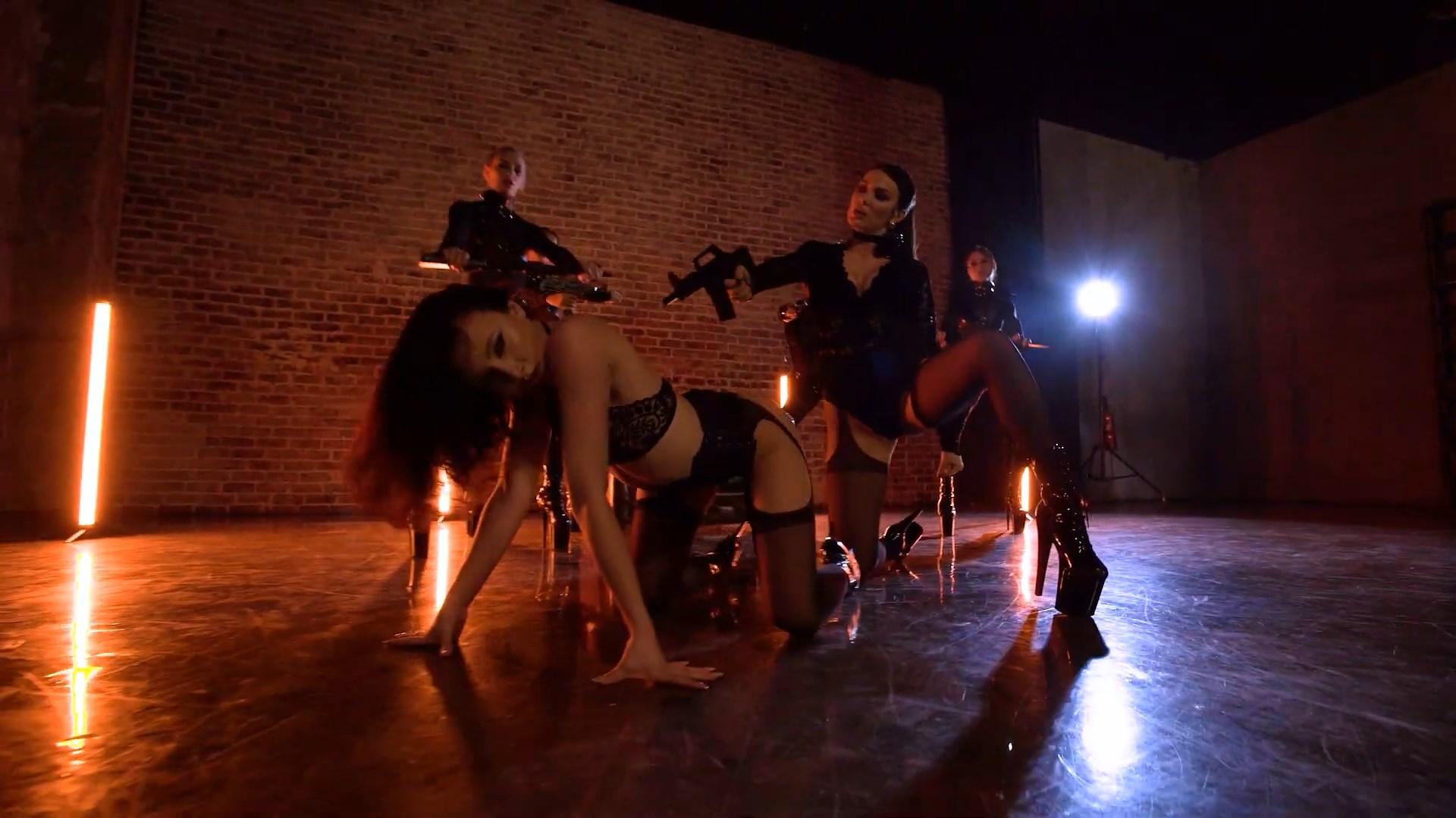 MARUV — Maria (Official Dance Video).mp4_snapshot_00.51_[2020.11.16_21.53.04].jpg