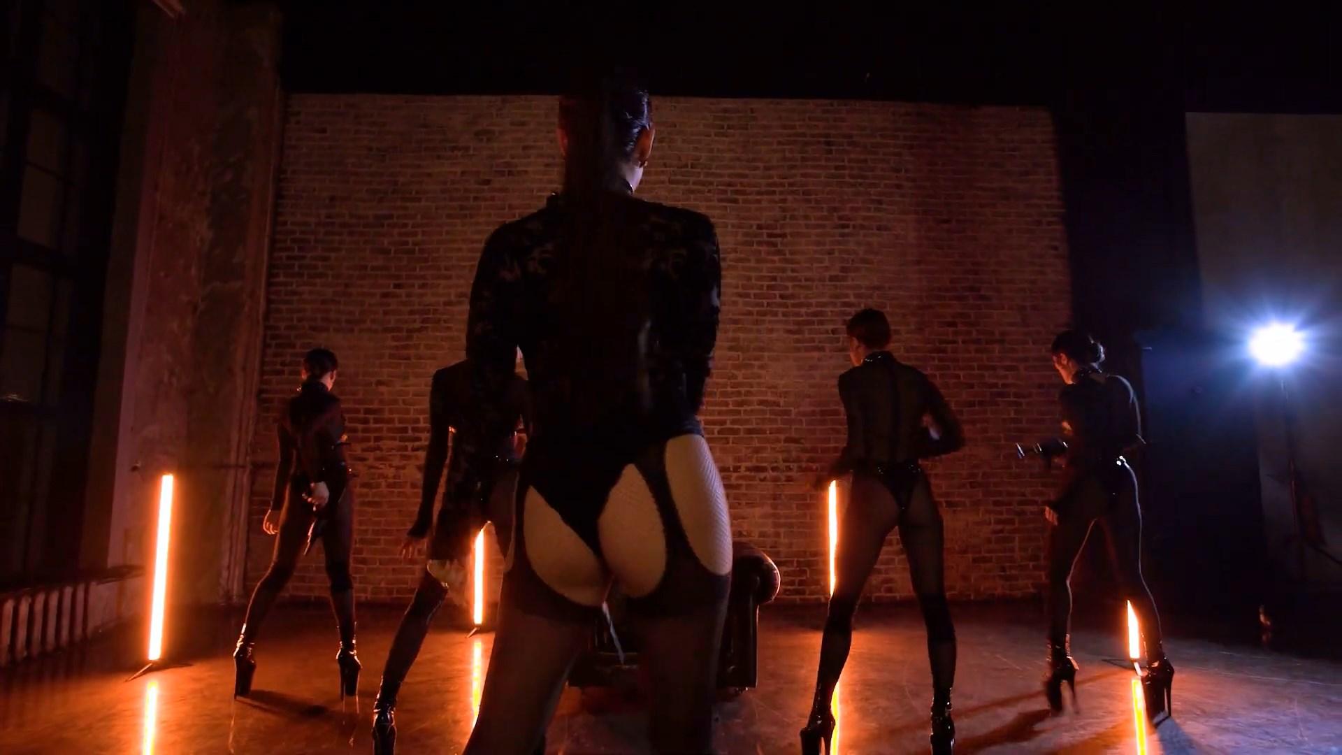 MARUV — Maria (Official Dance Video).mp4_snapshot_00.57_[2020.11.16_21.53.19].jpg