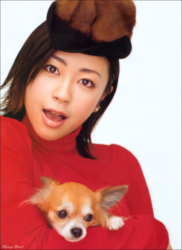 Utada Hikaru with cute puppy [PH210112085111]