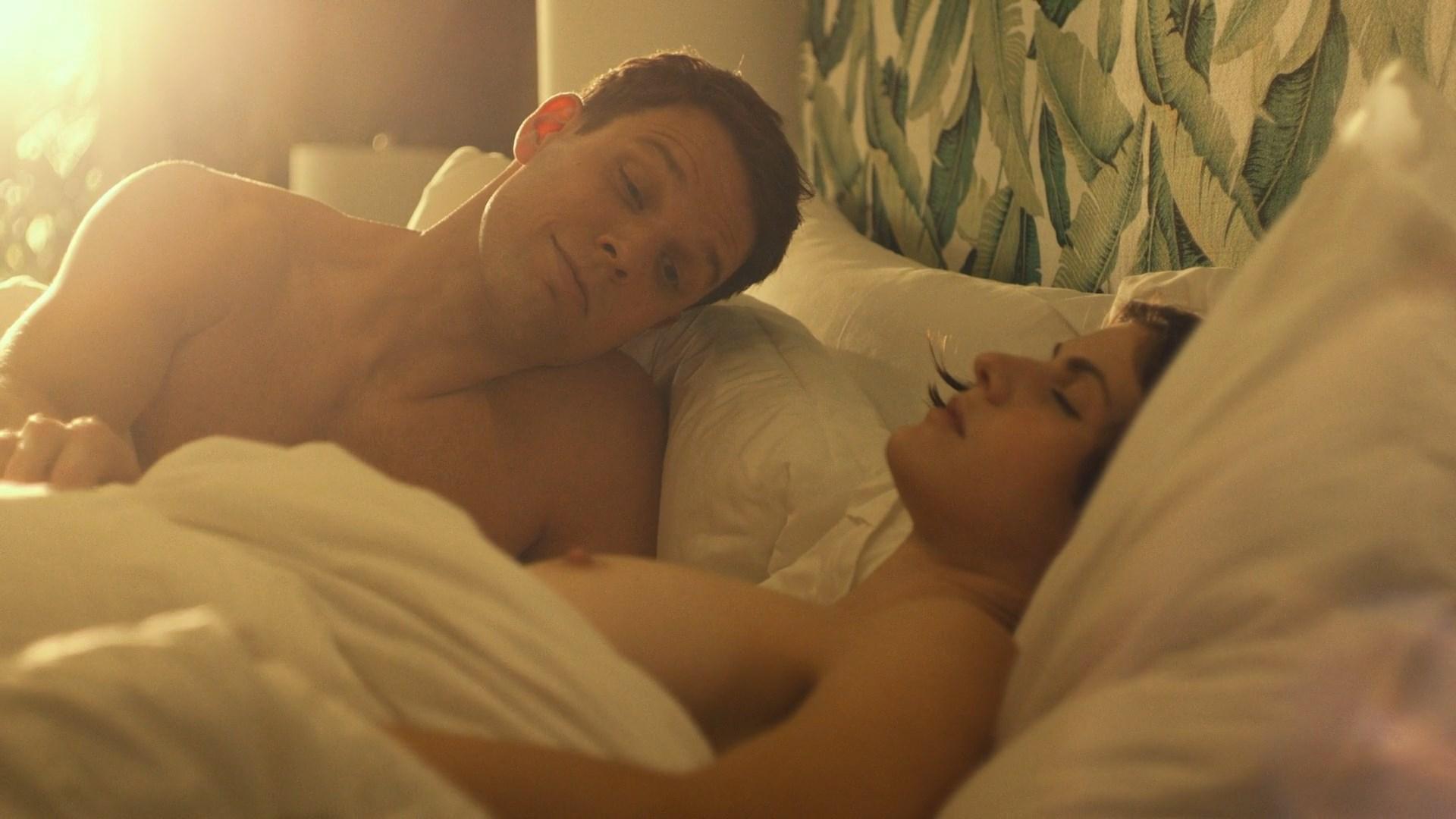 Alexandra Daddario - Сериал Белый лотос, 2 серия.mkv_snapshot_00.05_[2021.07.20_01.02.59].jpg