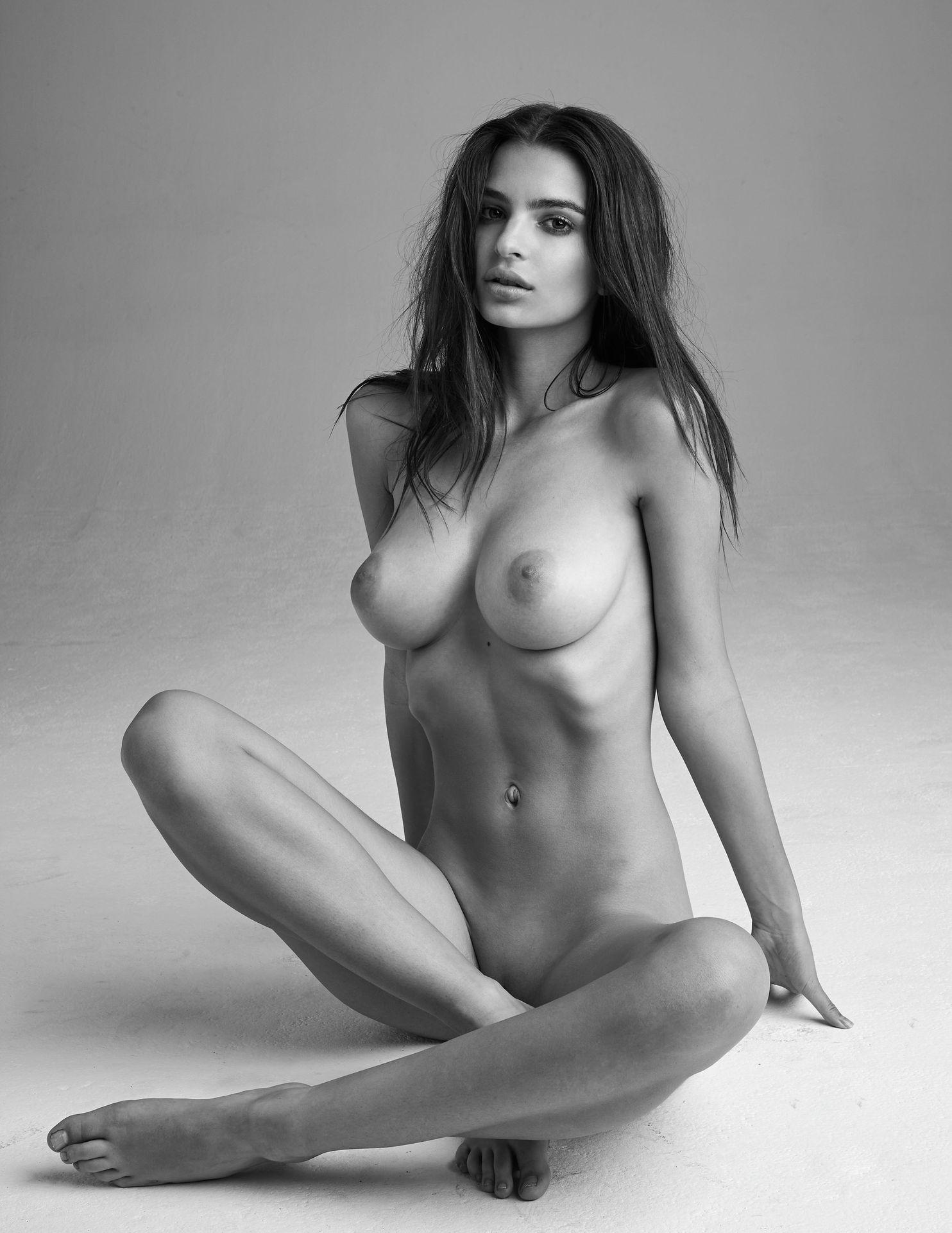 Emily-Ratajkowski-Nude-17-thefappeningblog.com_.jpg