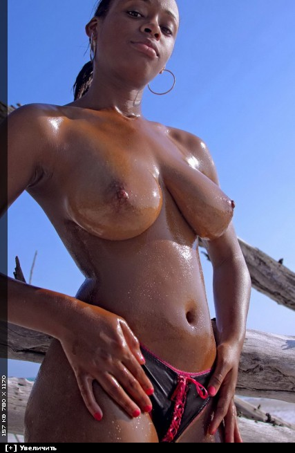 Hot Oiled Topless Beach Babe Fotografico Di Spybeach Fuckamouth 1